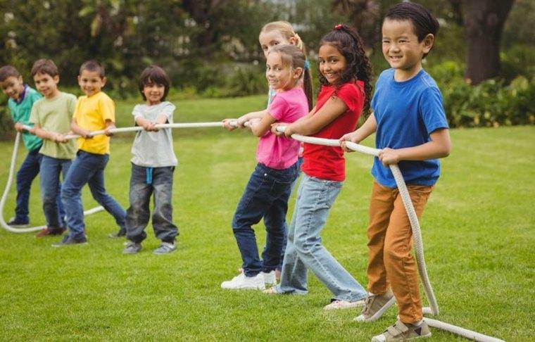 niños-tirando-de-cuerda