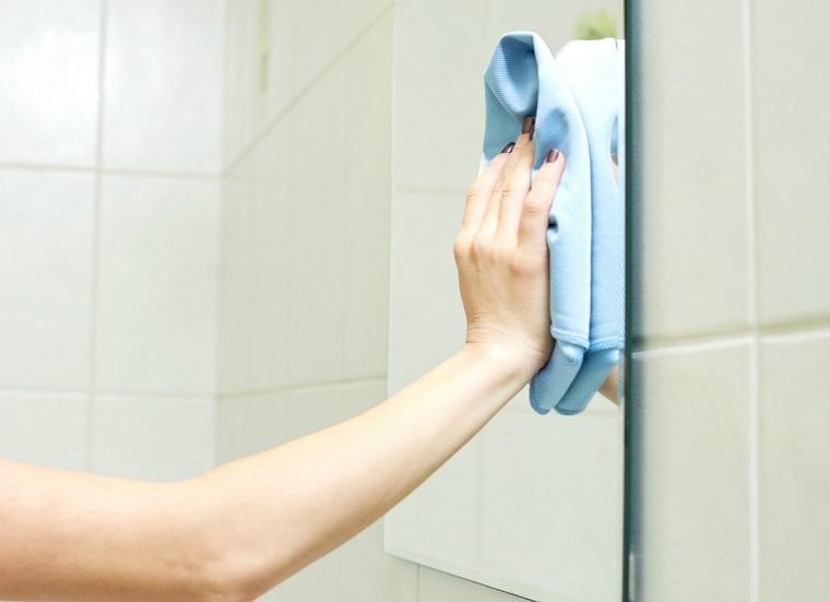 pasta de dientes-usos-consejos-limpiar-espejo-bano