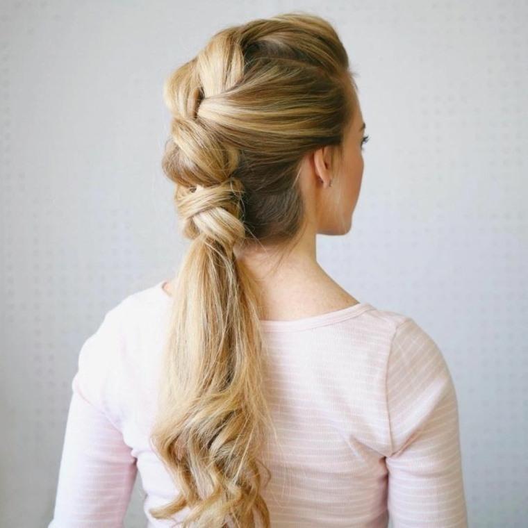 peinados rapidos-coleta-mujeres-playa