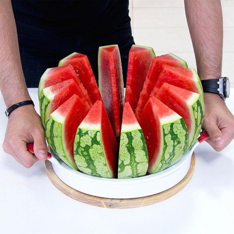 sandia-cortada-comer-frutas-salud