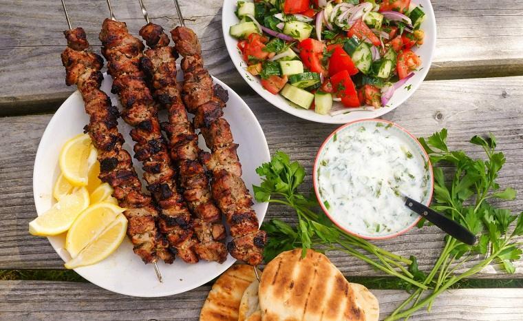 souvlaki-receta-comida-parrilla-carne-ideas