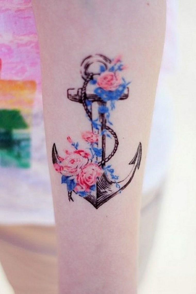 tatuaje-de-ancla-y-flores