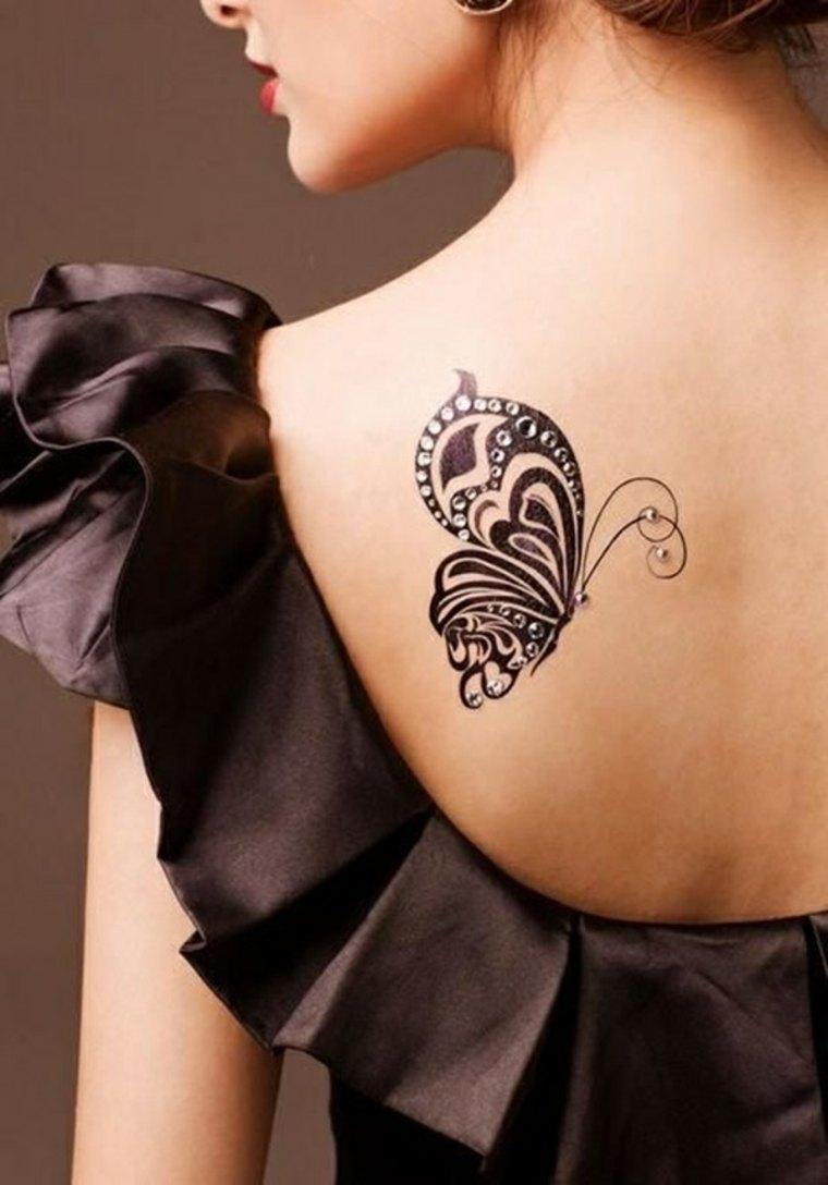 tatuaje-mariposa-en-el-hombro