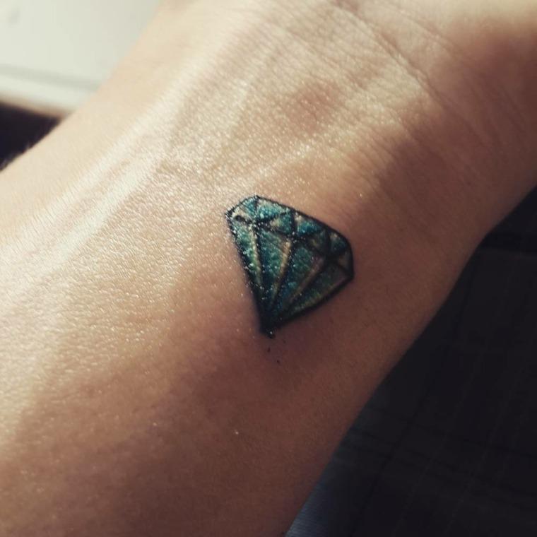 tatuajes con significado-diamantes-mujeres