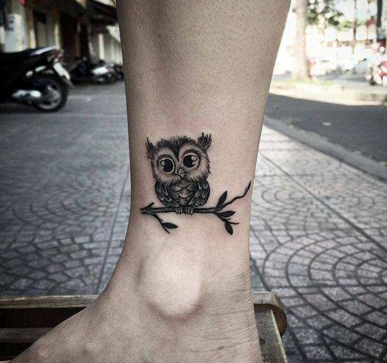 tatuajes discretos-buhos-tobillo