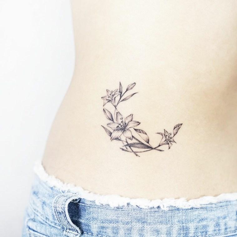 tatuajes femeninos-modernos-flores