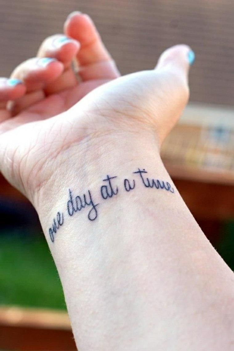 tatuajes pequeños para mujer cita