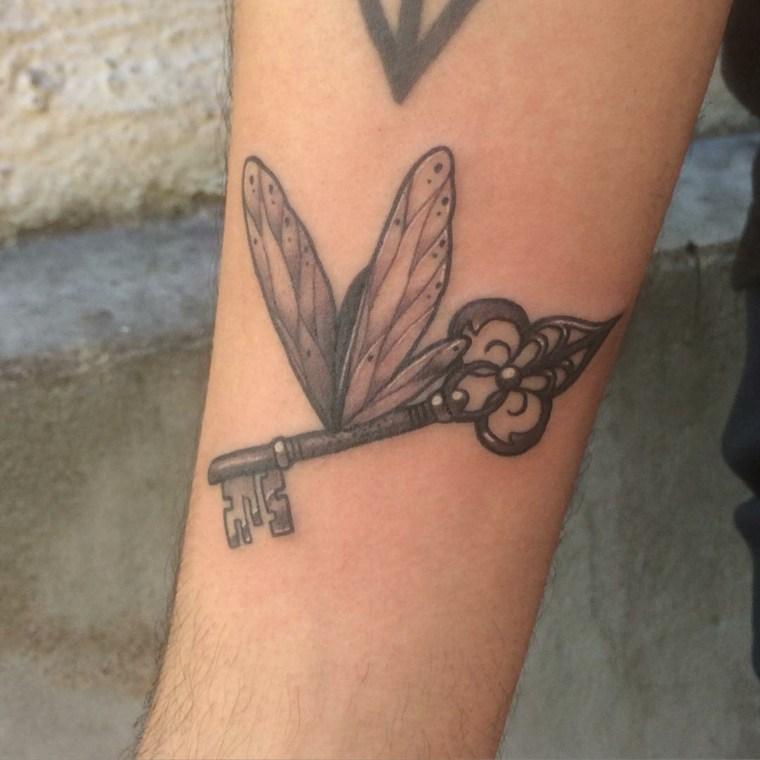 tatuajes pequenos-antebrazo-originales-llaves