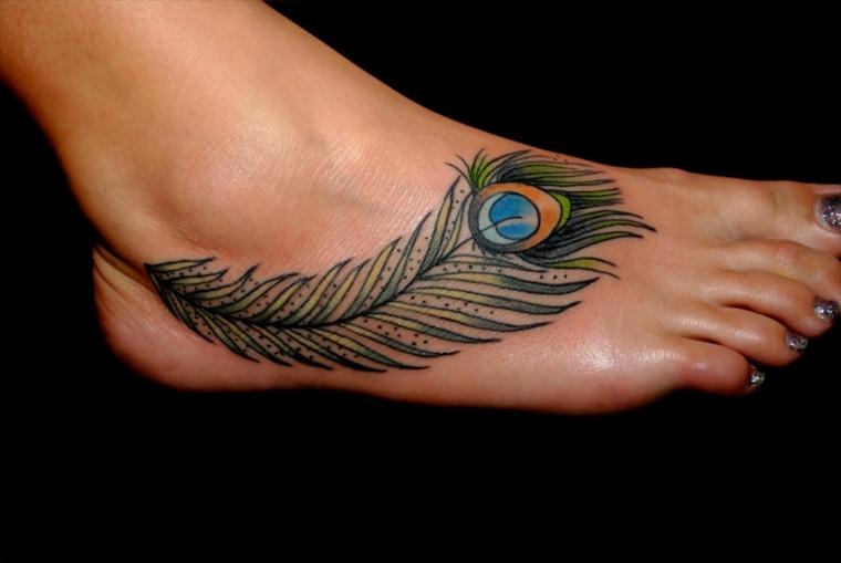 tatuajes pequenos-colores-pie-pluma