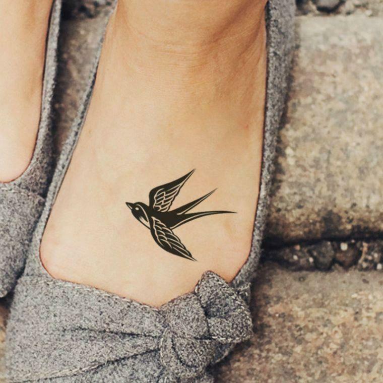 tatuajes pequenos-mujeres-pie-aves