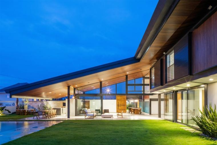 techo inclinado moderno madera