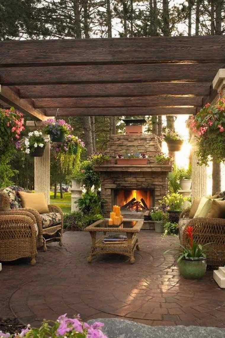 terraza con chimenea