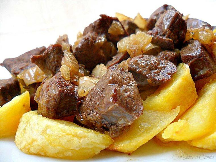 una receta de cocina-higado-patatas