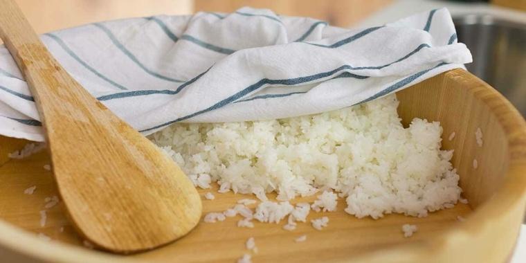 una receta de cocina-preparar-arroz-sushi