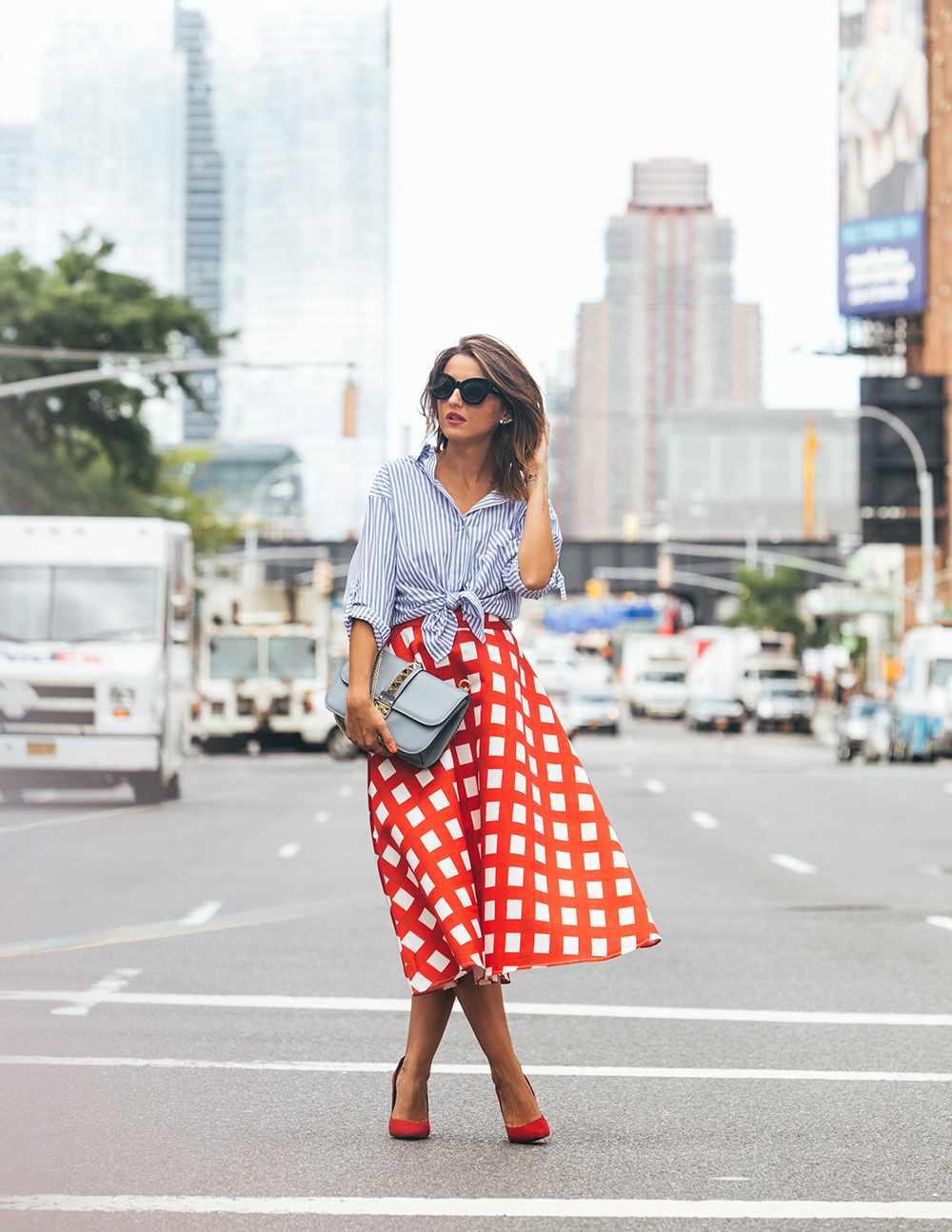 blusa-rayas-falda-cuadrados-diseno-moderno