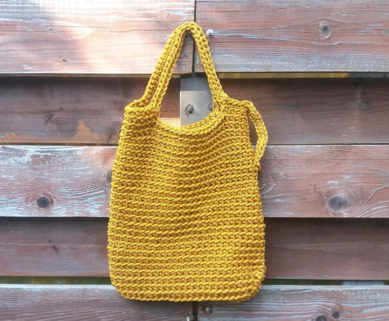 bolso de punto amarillo