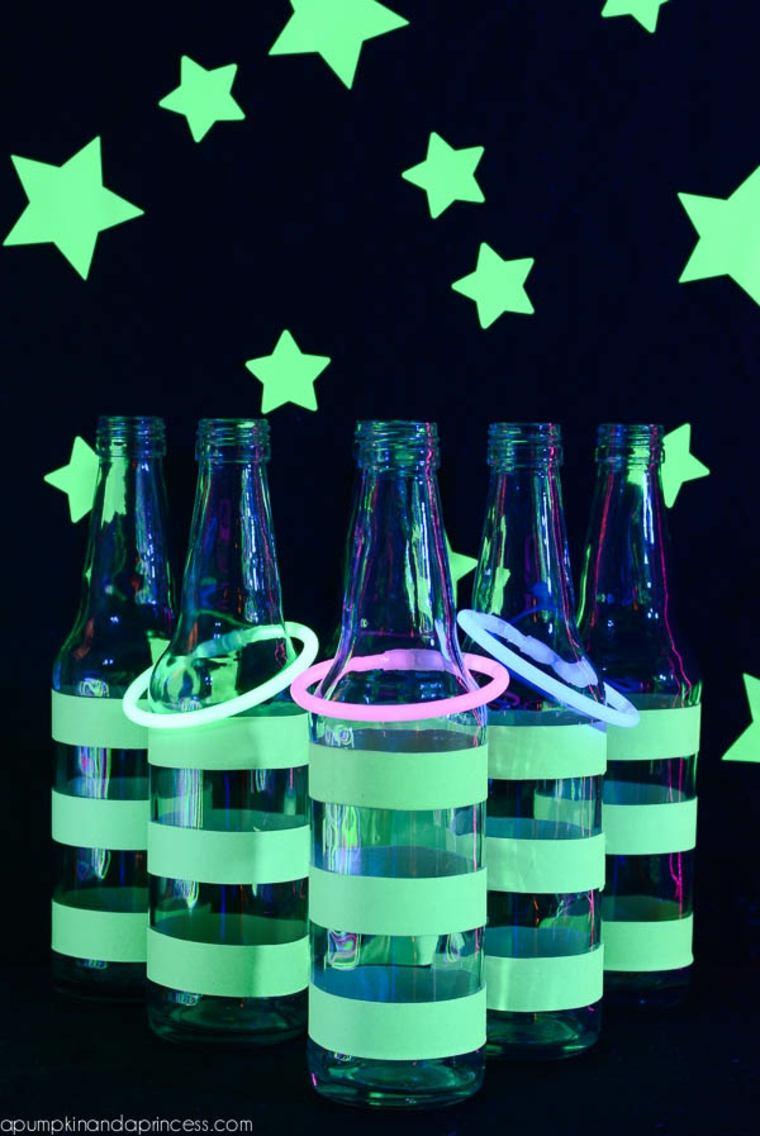 Juego de los anillos con botellas que brillan de noche
