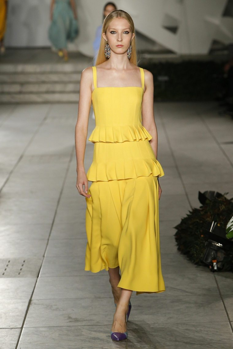 carolina-herrera-vestido-primavera-2018-color-amarillo