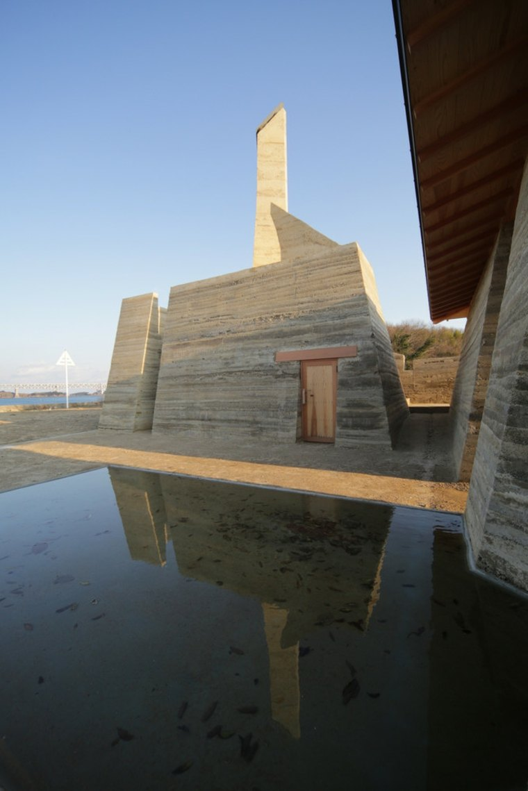 casa-de-tierra-comprimida-Toshihiro-Misaki