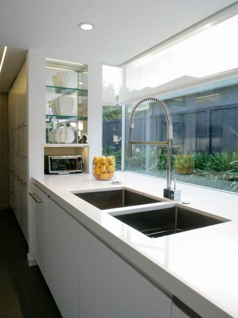 La ventana de cocina como salpicadero ideas ventajas y for Ventanas de aluminio para cocina