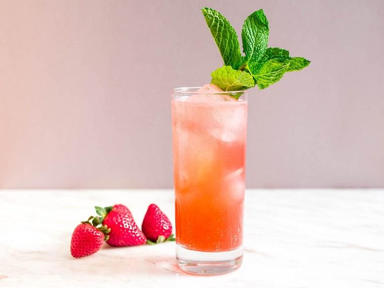 cócteles sin alcohol con fresas