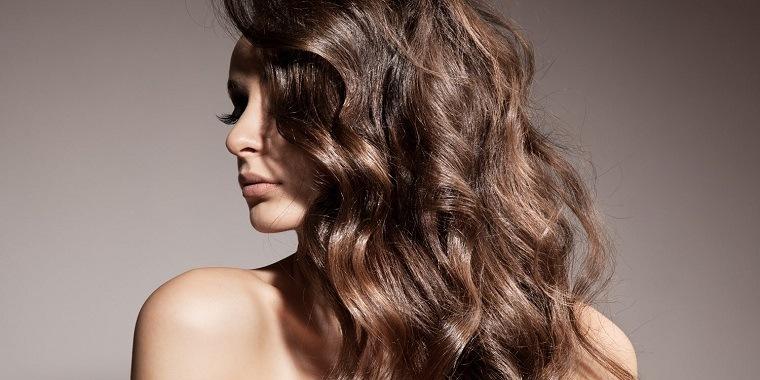colores-de-cabello-de-moda-2018-ideas-castano-moderno