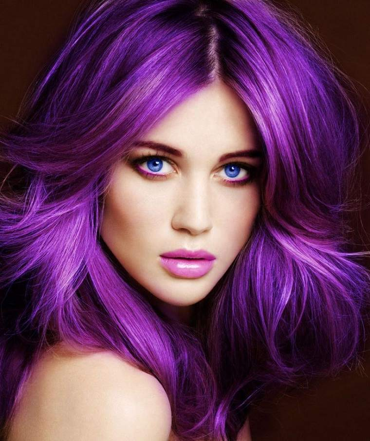 colores-de-cabello-de-moda-2018-ideas-purpura-bello-brillante