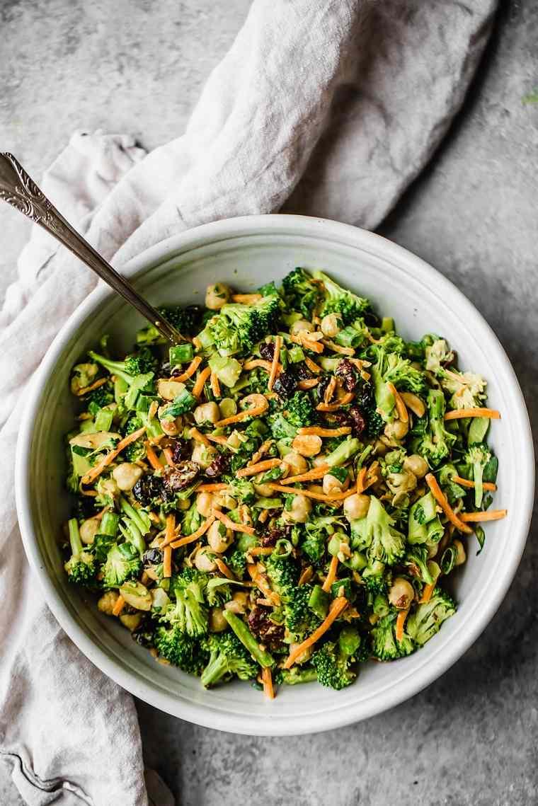 comida-vegana-recetas-faciles-opciones-ensalada-brocoli-aderezo-ideas