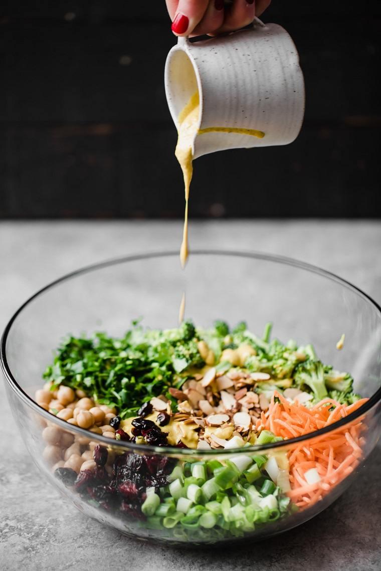 comida-vegana-recetas-faciles-opciones-ensalada-brocoli-aderezo