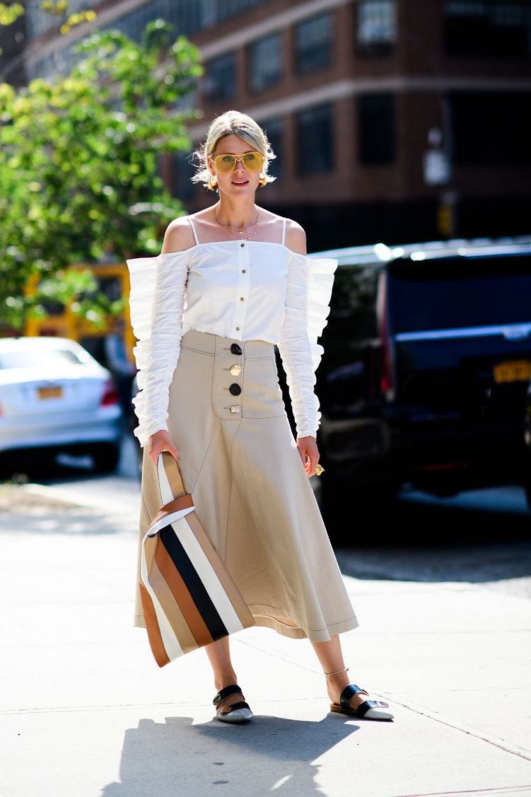 falda-detalles-botones-estilo-moderno