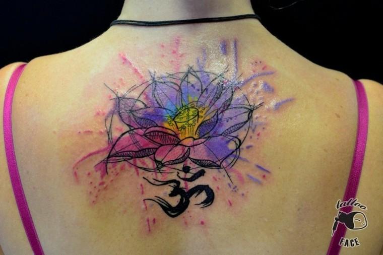 hermoso tatuaje de flores