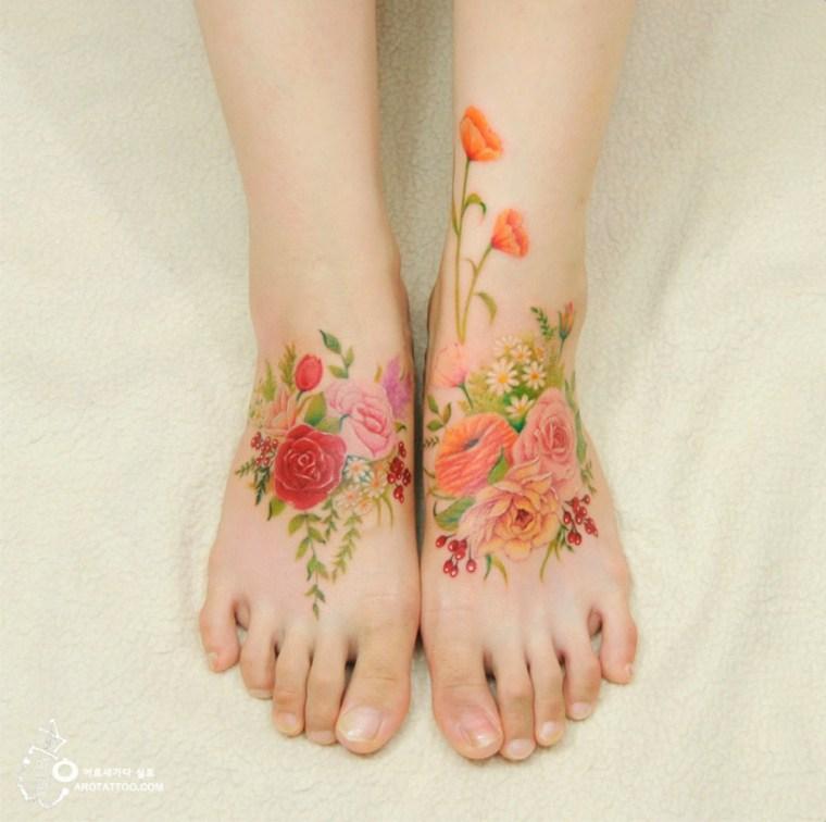 tattoo de flores en los pies