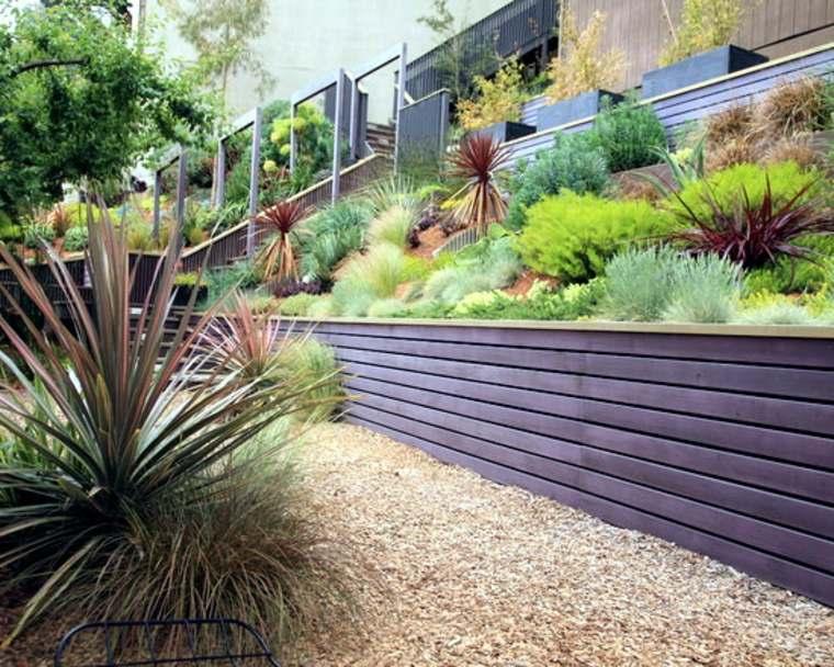jardines con camas de madera
