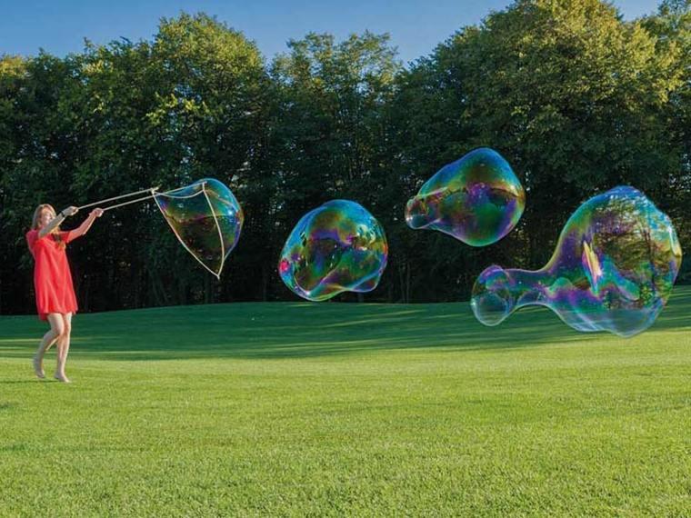 jugar-con-burbujas-de-jabón