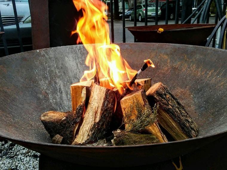madera-pino-plato-fuego-ideas