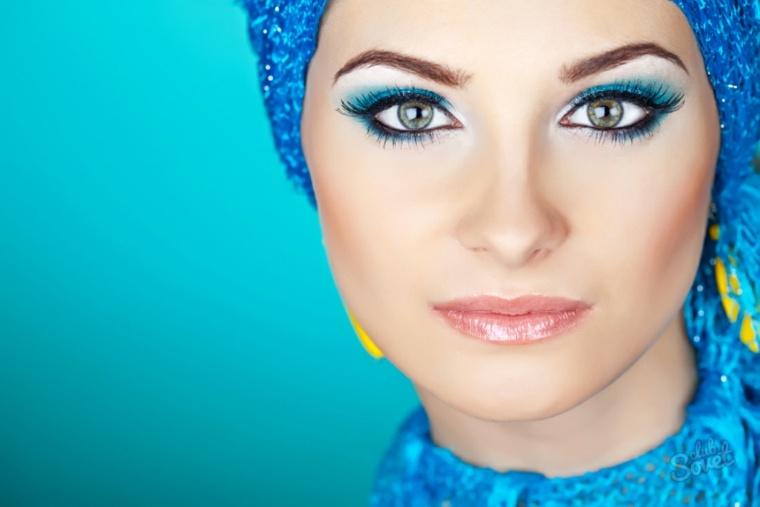 maquillaje de moda-azul-verano
