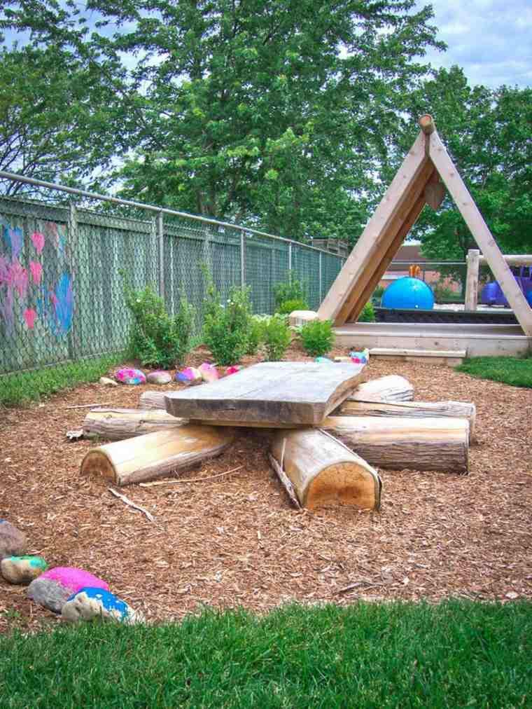 parque infantil en el patio