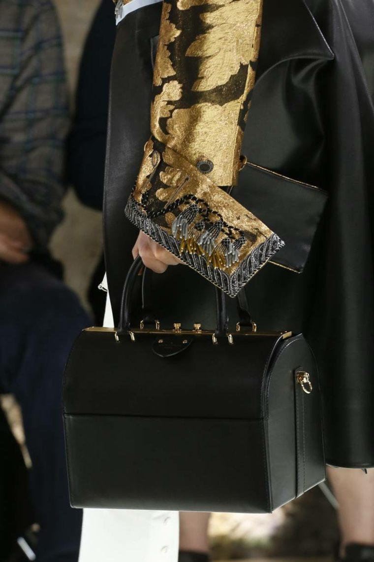 moda-actual-verano-esenciales-bolsos-Louis-Vuitton-negro