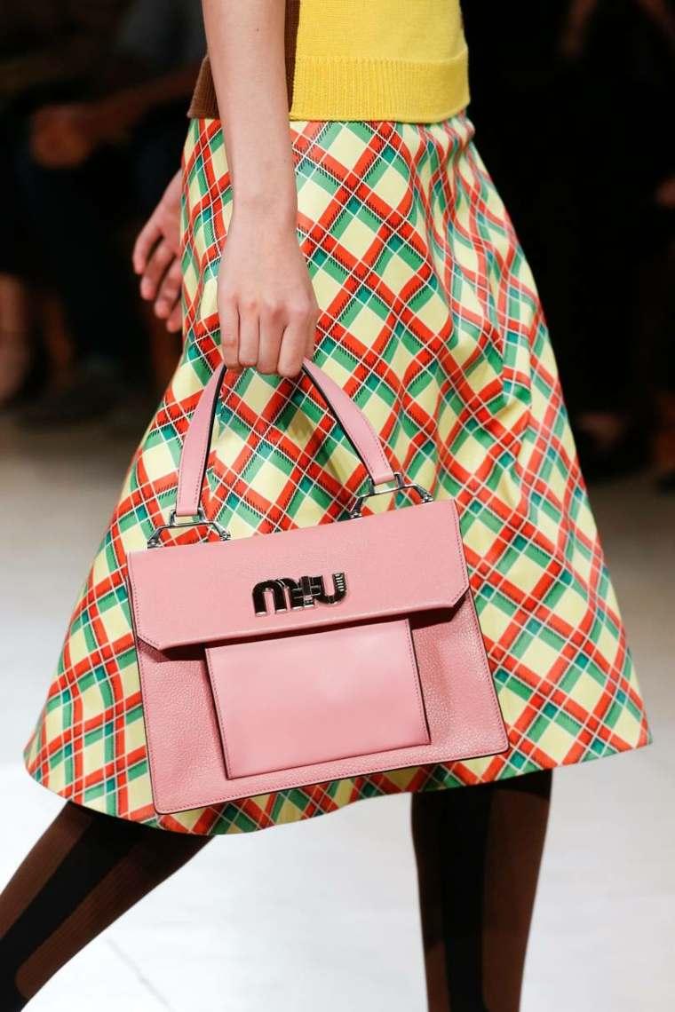 moda-actual-verano-esenciales-bolsos-Miu-Miu-ideas