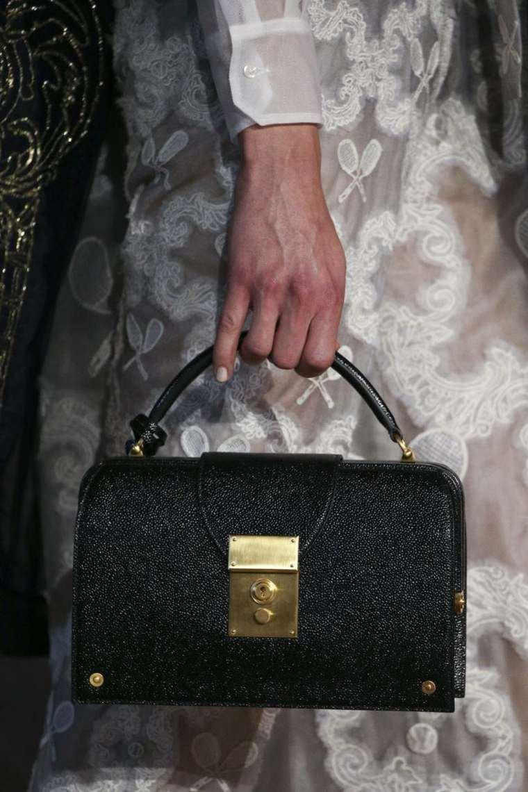 moda-actual-verano-esenciales-bolsos-Thom-Browne-ideas