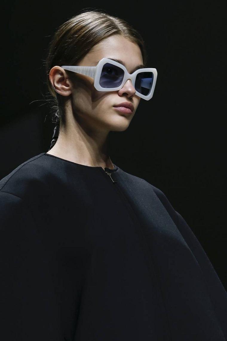 moda actual-verano-esenciales-gafas-sol-Altuzarra