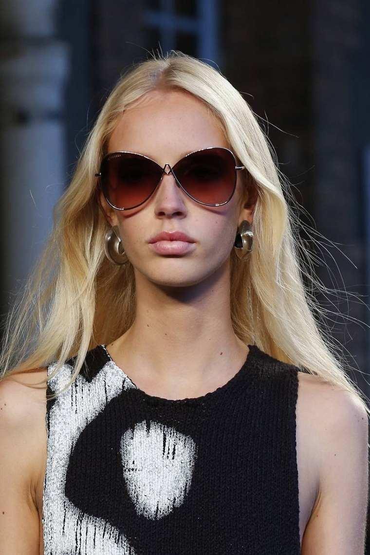 moda actual-verano-esenciales-gafas-sol-Valentino