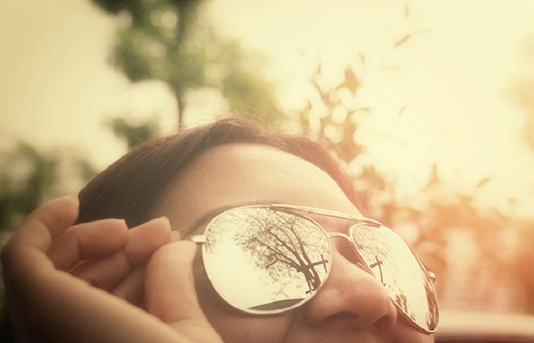 moda-actual-verano-esenciales-gafas-sol