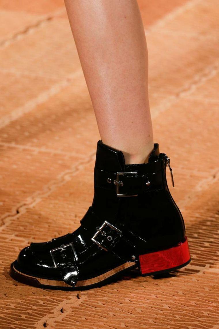 moda-actual-verano-esenciales-zapatos-Chanel-estilo