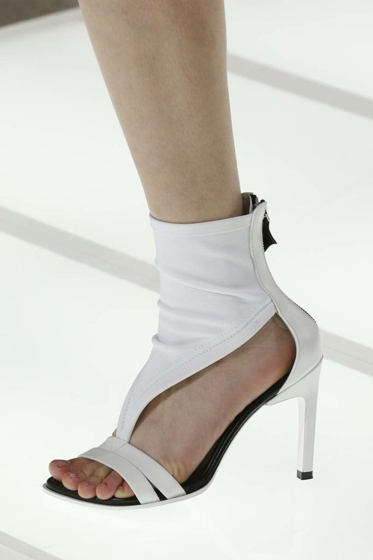 moda-actual-verano-esenciales-zapatos-Louis-Vuitton