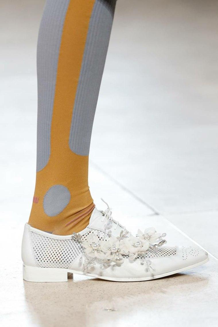 moda-actual-verano-esenciales-zapatos-Miu-Miu-ideas