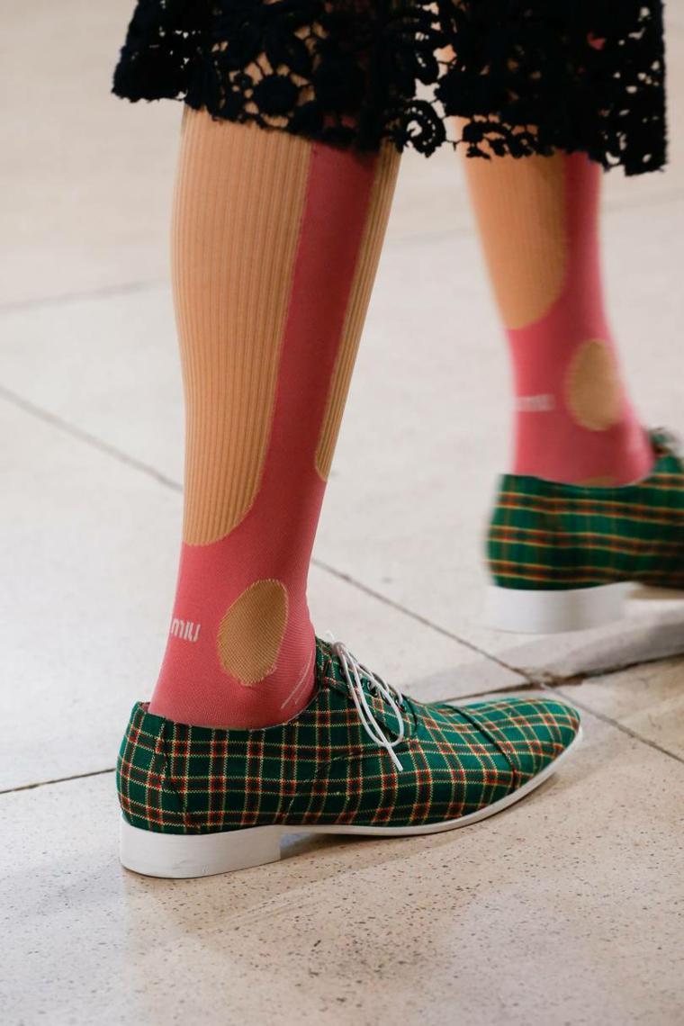 moda-actual-verano-esenciales-zapatos-Miu-Miu