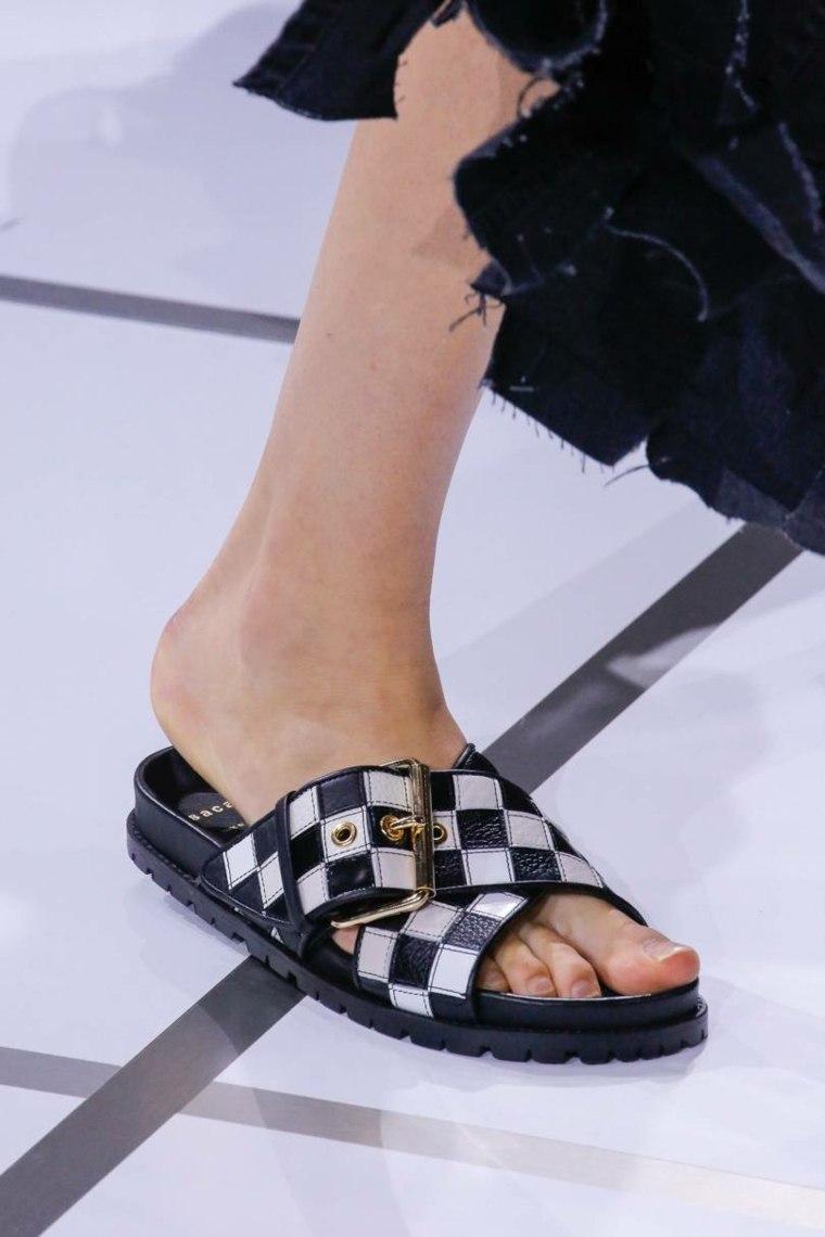 moda-actual-verano-esenciales-zapatos-Sacai