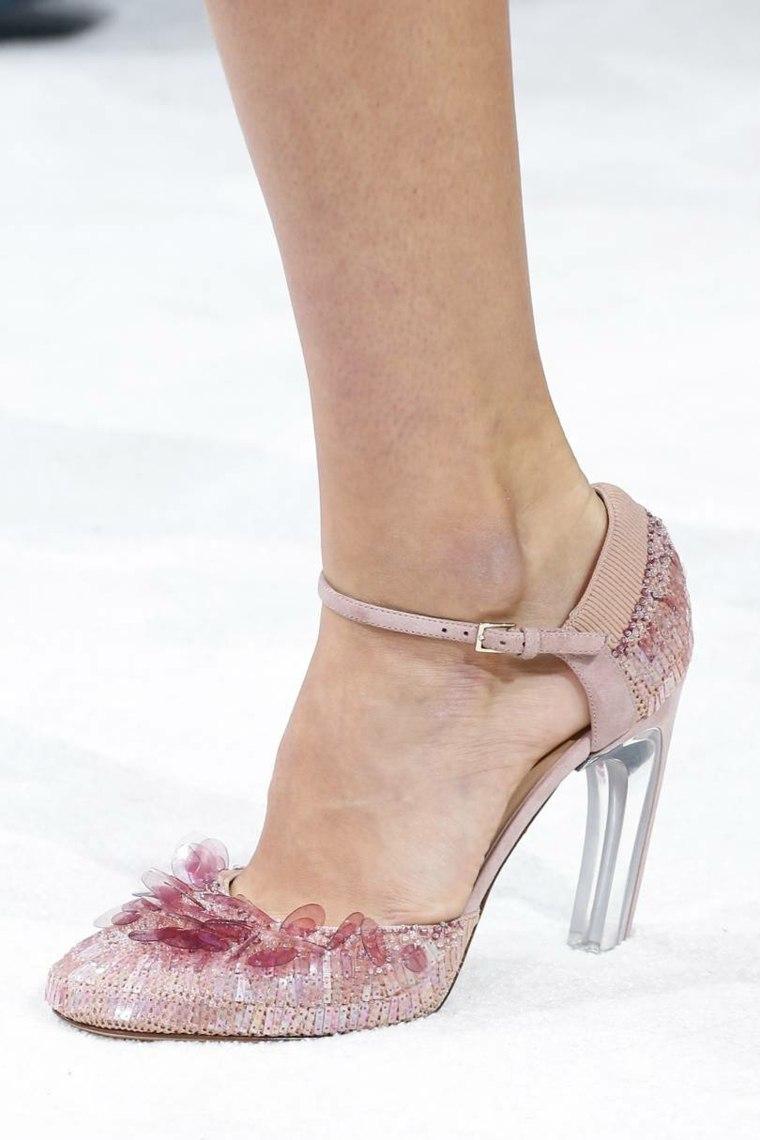 moda-actual-verano-esenciales-zapatos-Valentino