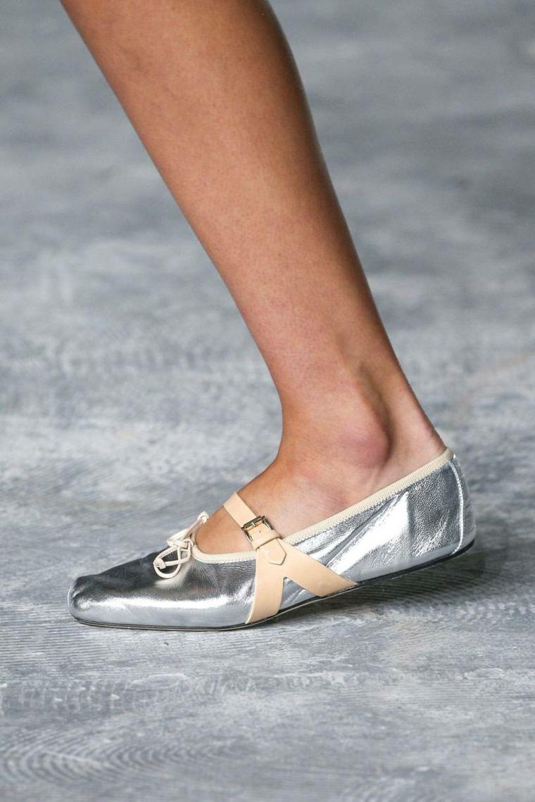 moda-actual-verano-esenciales-zapatosGiambattista-Valli